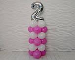 """Композиция с воздушных шариков """"Стойка с цифрой """"2"""" (бело-розовая), фото 6"""