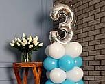 """Композиция с воздушных шариков """"Стойка с цифрой """"3"""" бело-голубая на день рождения мальчику, фото 3"""