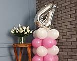 """Композиция с воздушных шариков """"Стойка с цифрой """"4"""" (бело-розовая), фото 4"""