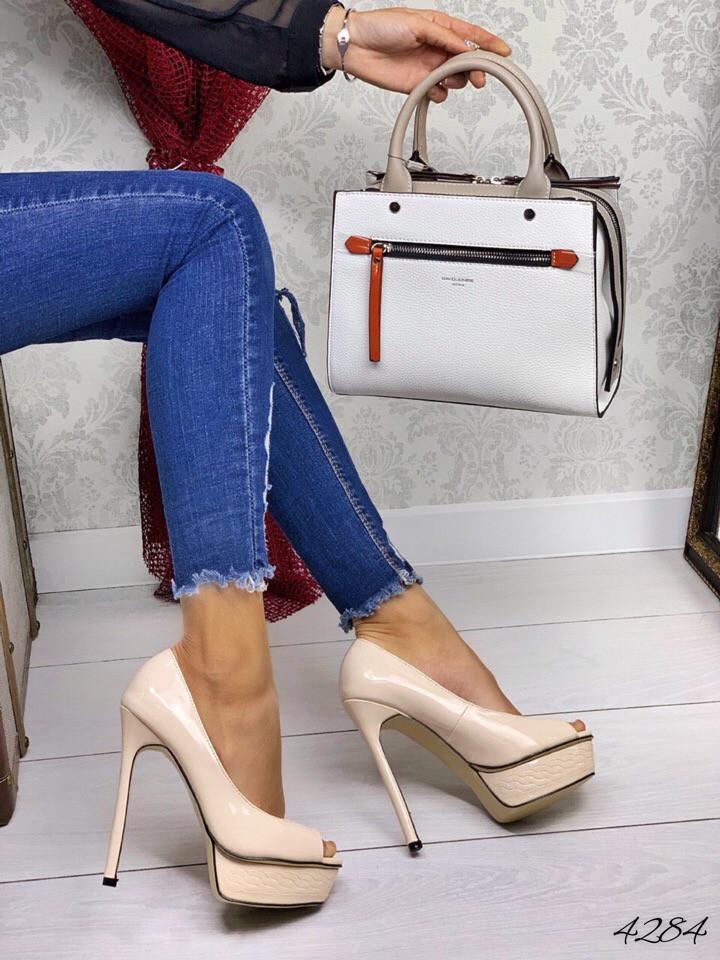 Туфли светлый беж лак копия в стиле Cаsadei 38 размеры