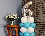 """Композиция с воздушных шариков """"Стойка с цифрой """"6"""" бело-голубая на день рождения мальчику, фото 3"""