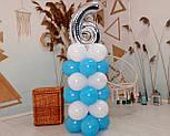 """Композиция с воздушных шариков """"Стойка с цифрой """"6"""" бело-голубая на день рождения мальчику, фото 4"""