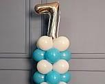 """Композиция с воздушных шариков """"Стойка с цифрой """"7"""" бело-голубая на день рождения мальчику, фото 3"""