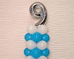 """Композиция с воздушных шариков """"Стойка с цифрой """"9"""" бело-голубая на день рождения мальчику, фото 3"""