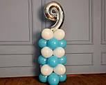 """Композиция с воздушных шариков """"Стойка с цифрой """"9"""" бело-голубая на день рождения мальчику, фото 6"""