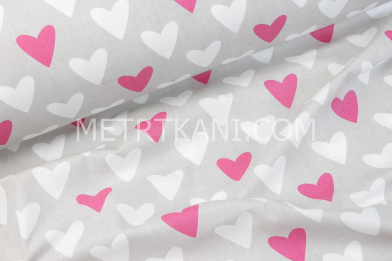 Бавовняна тканина з малиновими і білими серцями на сірому тлі №336