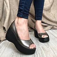Модные  женские туфли  на платформе  чёрного цвета с открытым носком