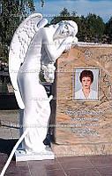 Памятник  из розового гранита  с ангелом №27
