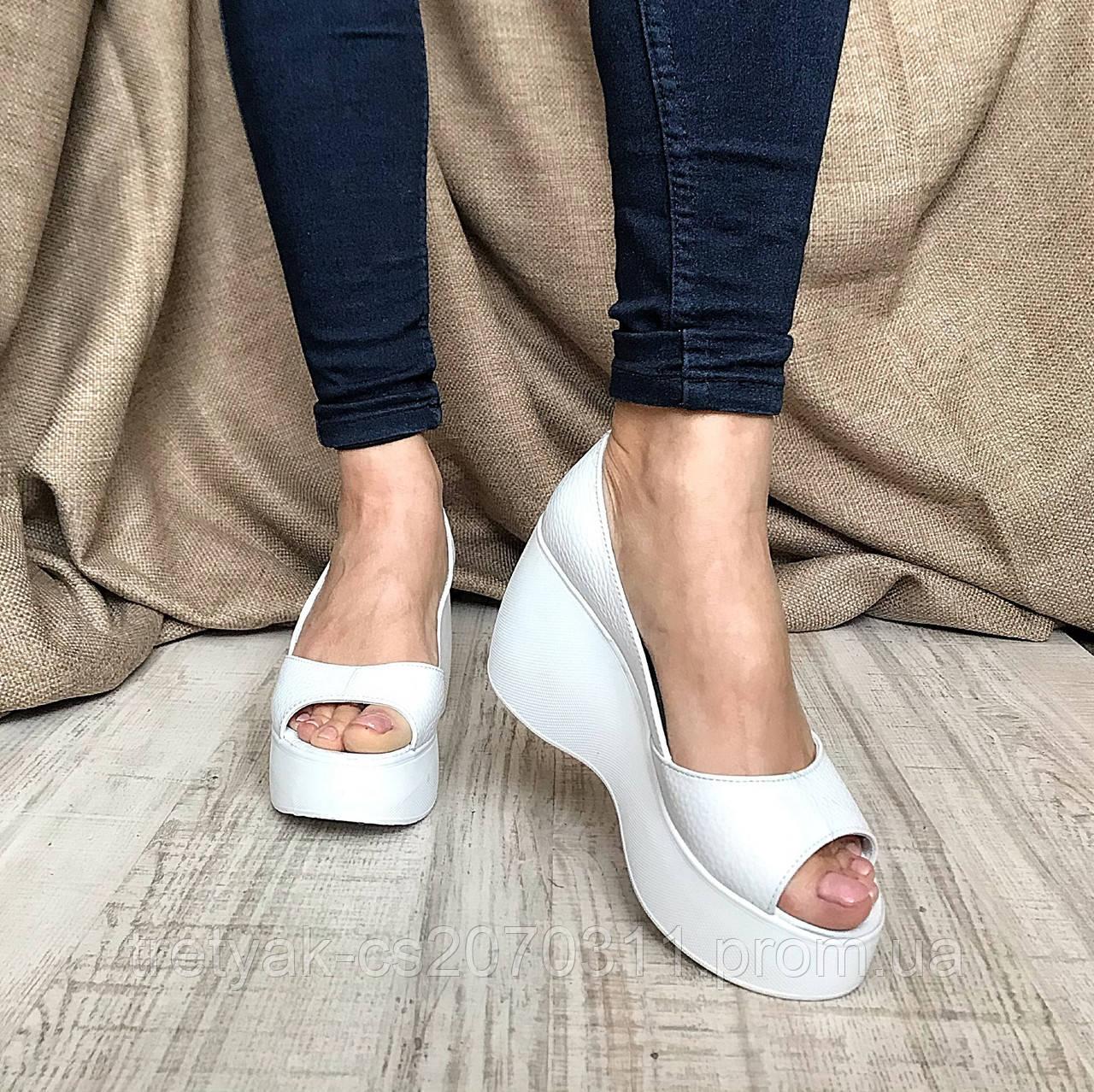 Модные женские туфли на платформе белого цвета с открытым носком - КРОК в  Харькове 096fdf48866b4