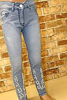 Джинсы для девочки 3-7 лет голубого цвета с вышивкой оптом