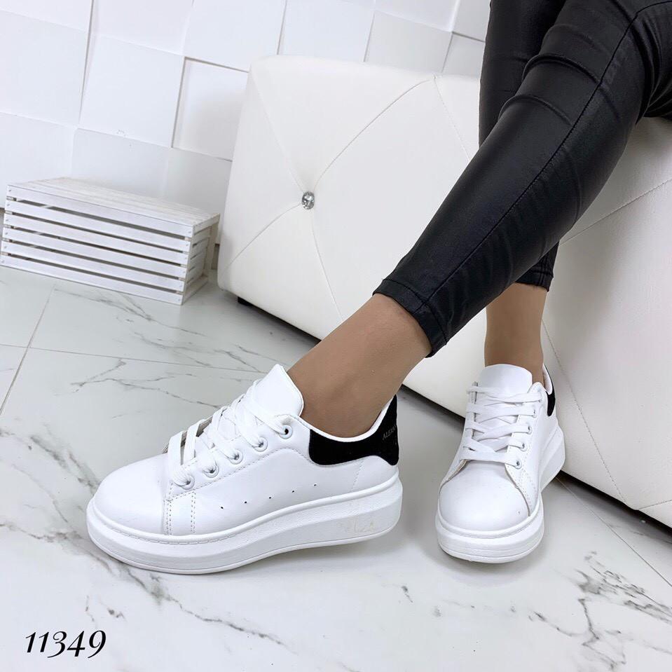 426077d3 Женские белые кроссовки кеды с чёрной пяточкой на дутой подошве, фото 1