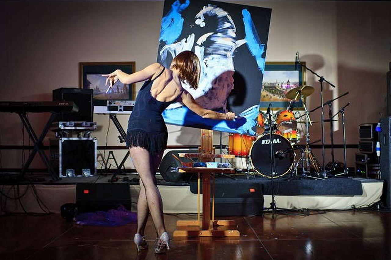 Танцующий художник