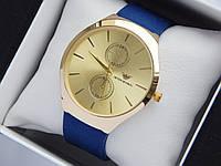 Кварцевые наручные часы Emporio Armani золотистого цвета на синем каучуковом ремешке, фото 1