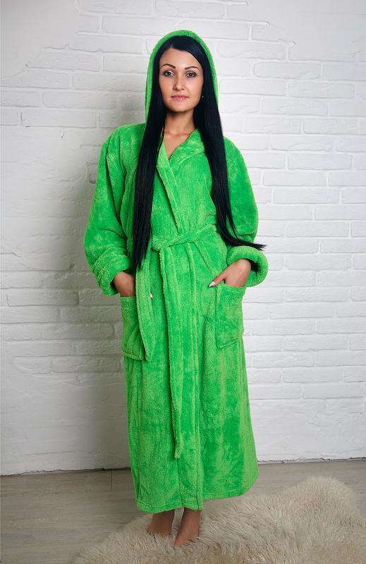 Красивый женский длинный махровый халат с капюшоном