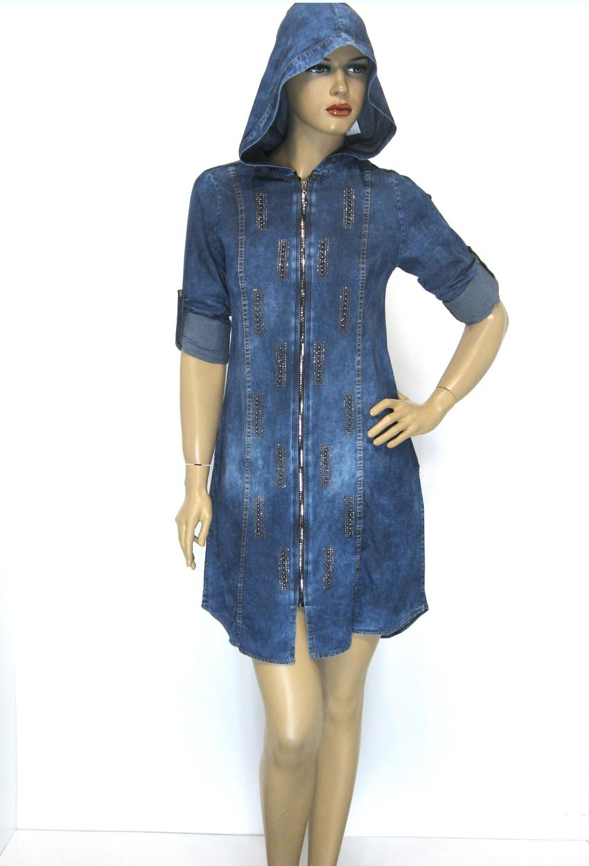Джинсовое платье туника с капюшоном с стразами