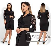 Атласное платье-футляр с имитицией запаха, лацканами гипюровой вставкой на лифе и юбке по лицевой, 1 цвет