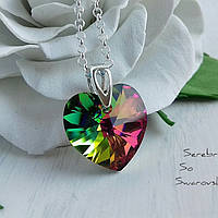 Модный красивый яркий и притягивающий к себе взгляды кулон с кристаллом Swarovski в форме сердца