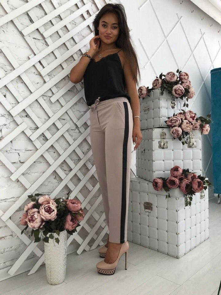 Женские брюки на резинке с лампасами