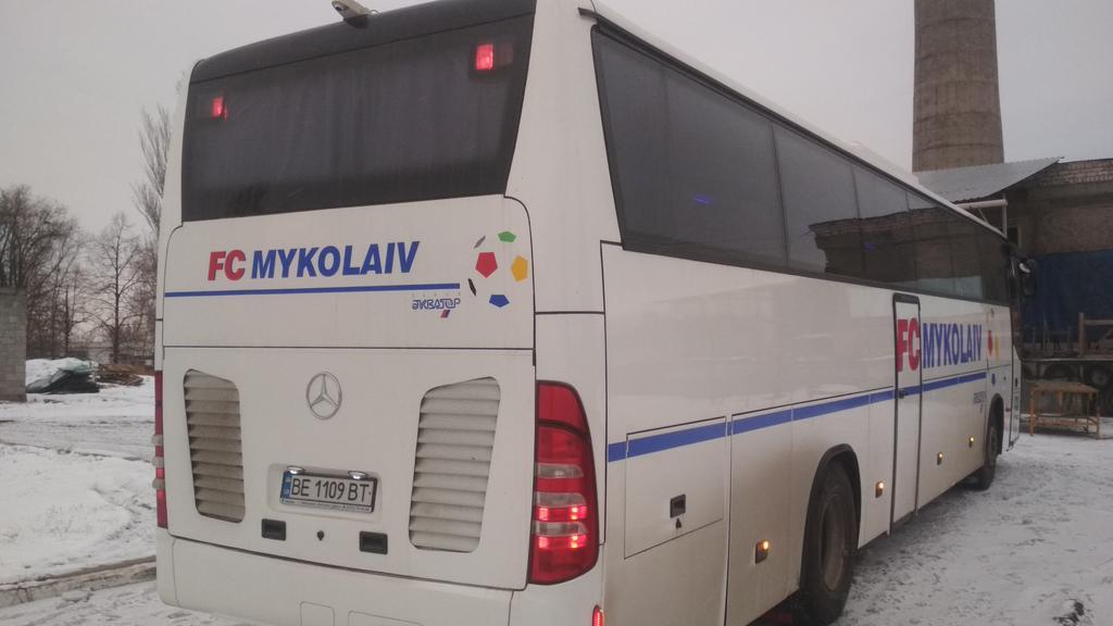 Производств и замена лобового стекла триплекс на автобусе Mercedes O 304  в Никополе (Украина). 53