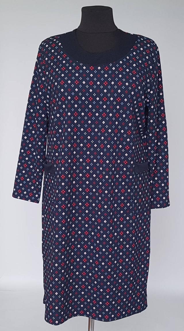 фотография женское прямое платье с длинными рукавами