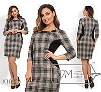 Трикотажное короткое платье больших размеров с принтом тартам рукавами 3/4 и фигруными вставками, 2 цвета