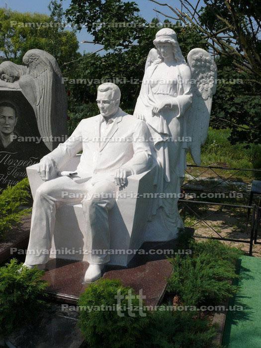 Скульптура сидящая в кресле из мрамора  №3
