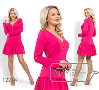 Короткое трикотажное платье с V-образным вырезом, длинными рукавами на патиках и юбкой-волан, 3 цвета