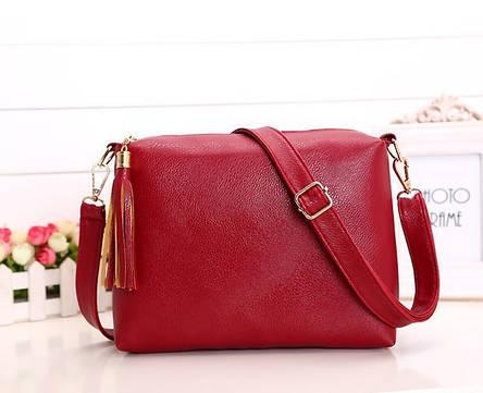 Женская сумка красная с кисточкой из экокожи через плечо, фото 2