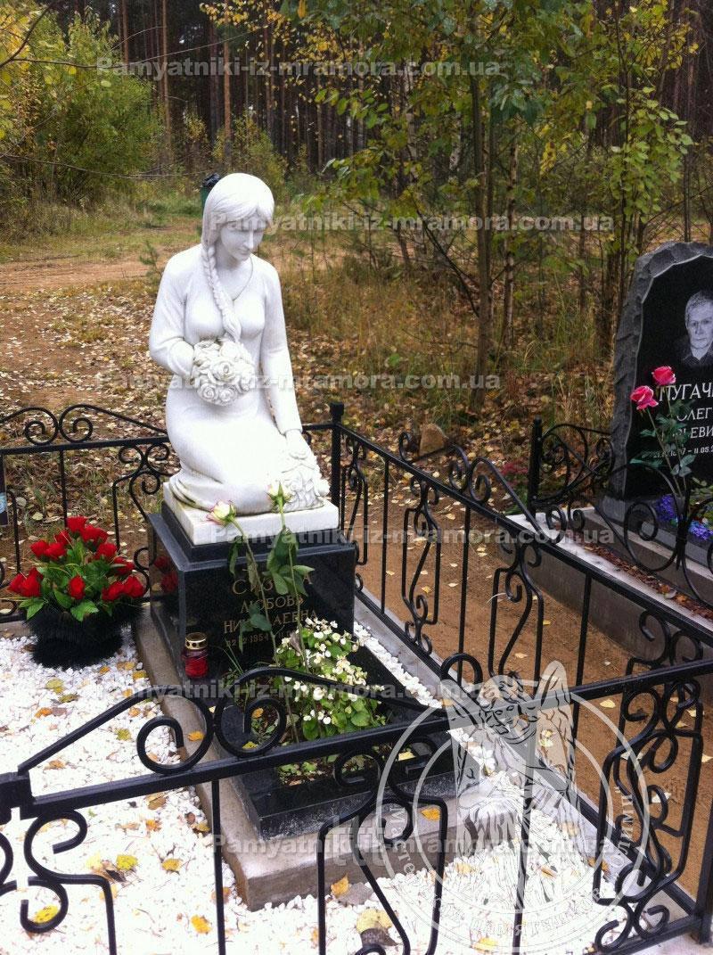 Скульптура из мрамора девушка с букетом роз №  18