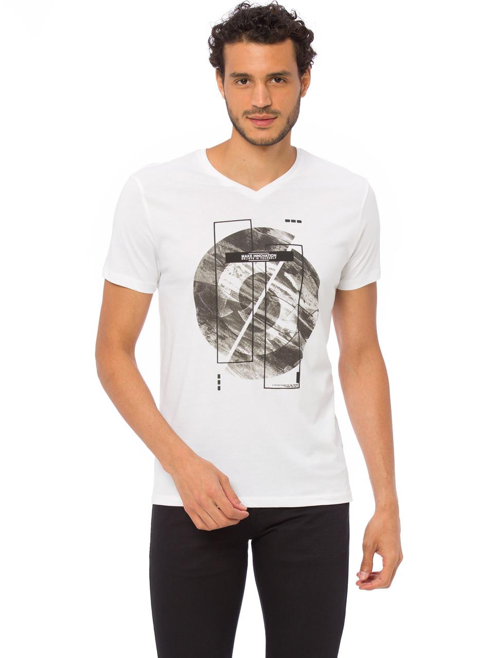 Біла чоловіча футболка LC Waikiki / ЛЗ Вайкікі з V-подібним вирізом і малюнком на грудях