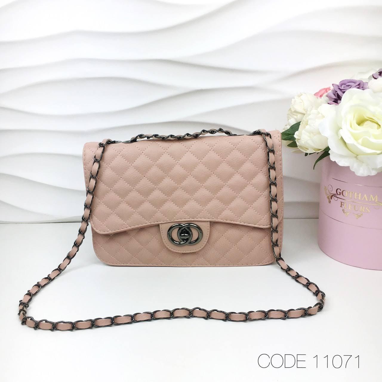 825a018323a4 Маленькая женская сумка через плечо сумочка клатч реплика CHANEL экокожа  пудра 11071, цена 390 грн., купить в Днепре — Prom.ua (ID#901583385)