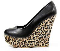 Туфли черние на танкетке с леопардовим принтом