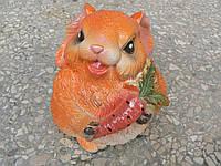 Садовая фигурка Зайка с морковкой 13 см.