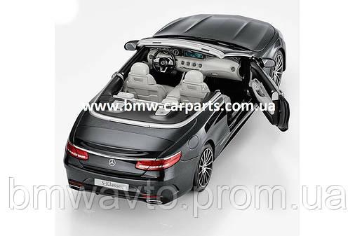 Модель Mercedes-Benz S-Class Cabriolet, Magnetite Black Metallic, 1:18 Scale, фото 2