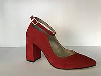 Красные замшевые туфли лодочки