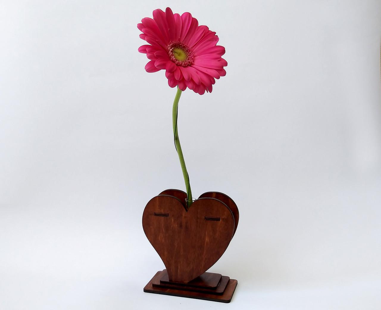 Маленька дерев'яна ваза «Любляче серце»: найкращий подарунок для коханої людини