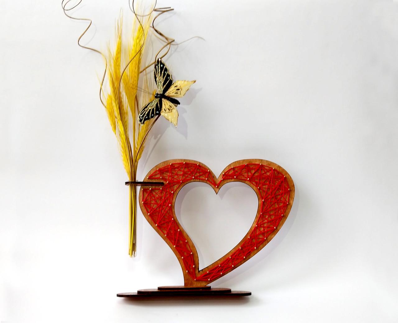 Дерев'яна ваза із візерунком стрінг - арт «Серце»: найкращий подарунок для коханої людини