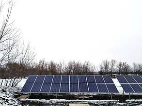 На каждом столе слева расположено по 20 солнечных батарей.