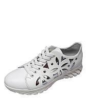 Женские весенние кроссовки белого цвета