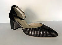 Замшевые босоножки на среднем каблуке, фото 1