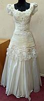 Эксклюзивное свадебное платье цвета ivory с коротким рукавчиком и цветами, размер 42