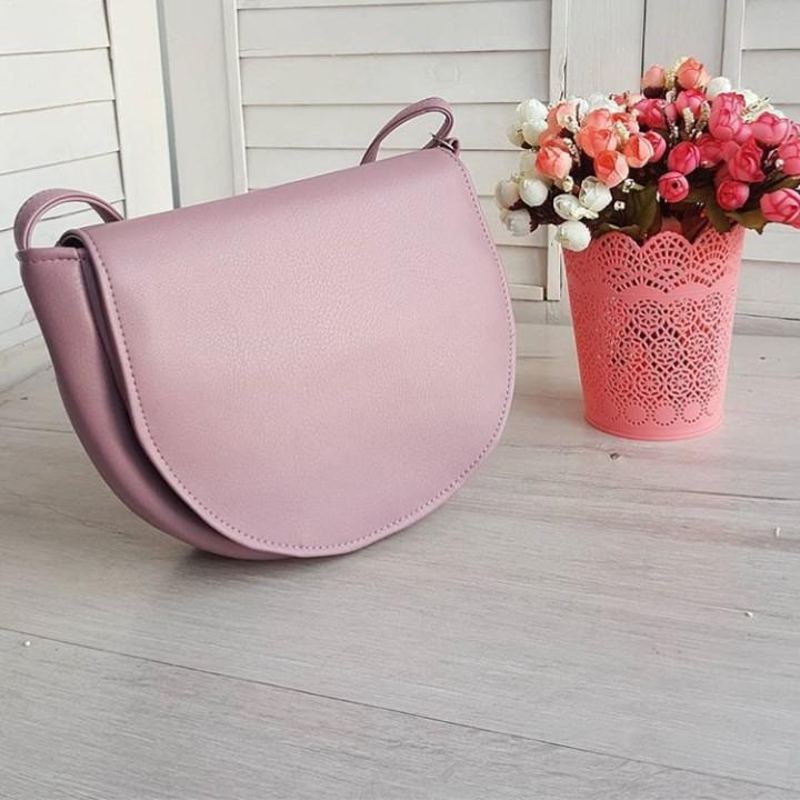 Женская сумочка через плечо розовая