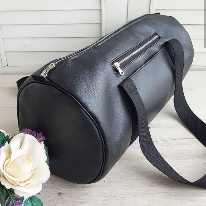 Женская спортивная сумка черная