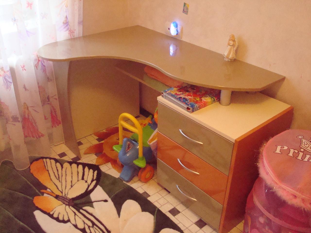 Стол для детской