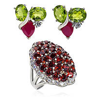 Комплект серьги серебряные с перидотом и рубинами, кольцо с цирконами 009 размер 17