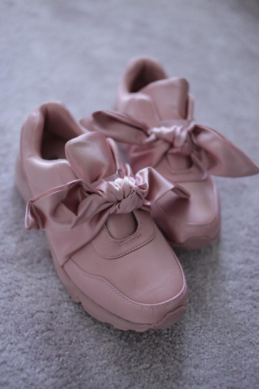Жіночі кросівки атласні рожеві з бантом 36 38 39
