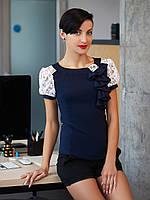 Нейлоновая блуза со вставками из гипюра.