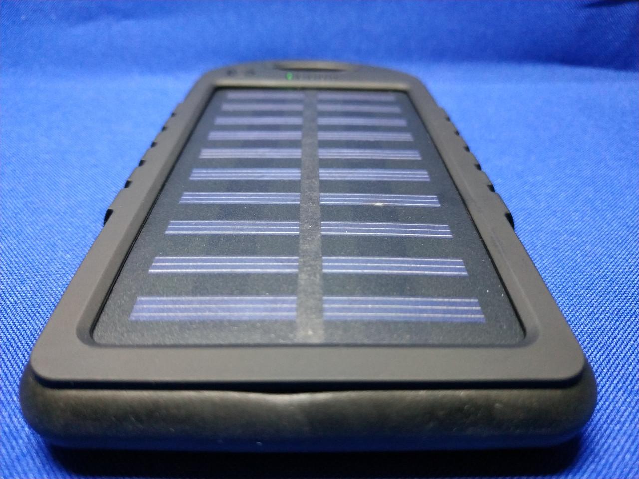 Power Bank Solar 10000mA на солнечных батареях с фонариком (черный)