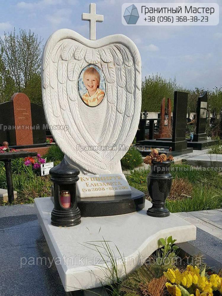 Памятник ребенку из мрамора в виде ангельских крыльев