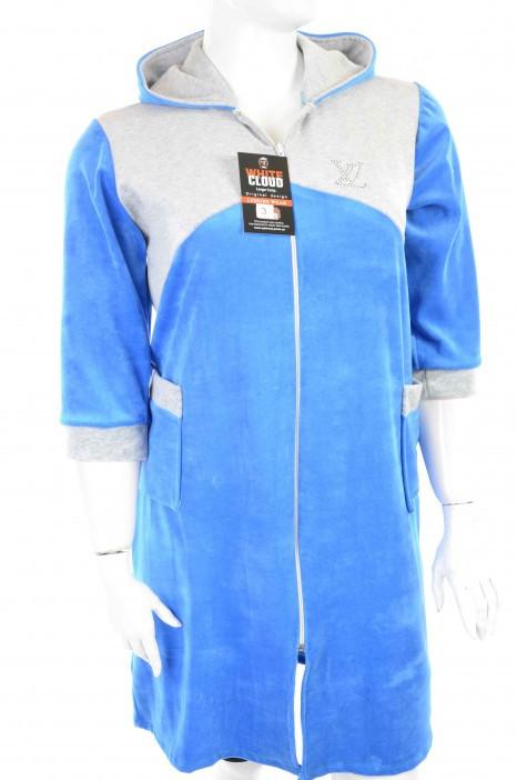 Халат женский назамке велюровый голубого цвета